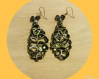 black and lime green aluminum wire earring