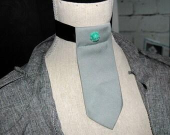 Cravate camé ras de cou