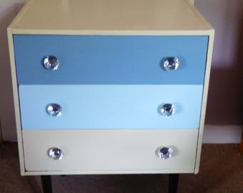 Retro/Vintage chest of 3 drawers, painted with chalk paint.