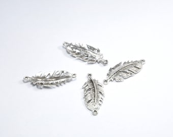 BR843 - Set of 4 between two silver metal feather charms