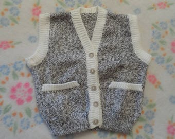 VEST without sleeves for child size 4-5 years, knitted