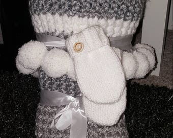 Chunky baby blanket. Hat and mittens