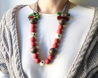 Fabric necklace with wood beads