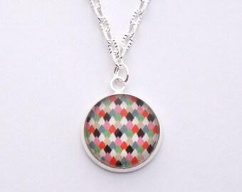 Crew neck collar with geometric glass pendant