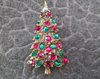 SALE>>HOLLYCRAFT Christmas Tree Brooch/Pin>> Vibrant red & green rhinestones>>vintage 1950's>>never worn, new old stock