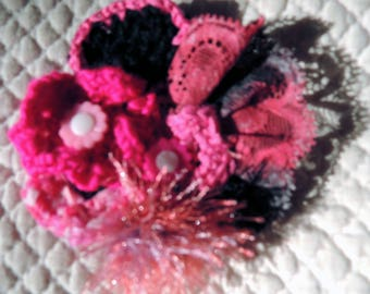 Brooch hand painted and cotton crochet lace