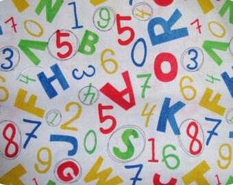 Tissu Chiffres et lettres sur fond blanc, vendu à partir de 10cm
