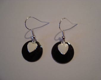 Earrings round black and white heart