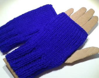 One size blue mittens.
