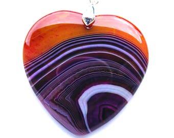 Pendentif coeur agate de 45x45 mm pierre violette, blanche, rouge, orange et bélière argenté de 19 mm.