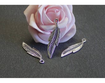 Feather 20 charms in antique silver 34 x 9 mm BRA192