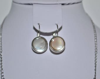 circle Pearl lever back earrings