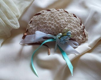 Wedding Favor crochet fan Egyptian ecru cotton, white and blue satin ribbons, fabric flower, 5 almond Confetti