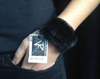 Bracelet matte black Italian leather with mink fur.