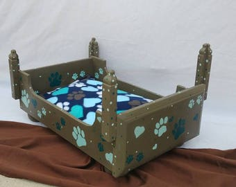 Four-poster pet bed - small