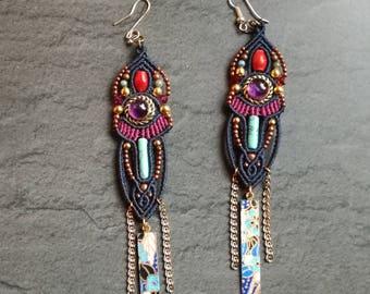 Earrings in macramé and gemstones