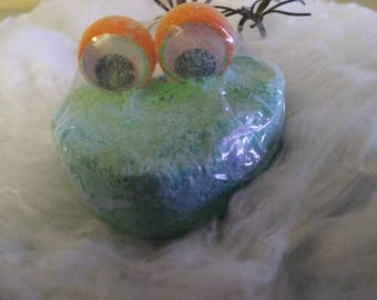 Green Mobster in the Tub Bathbomb