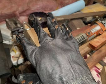 Leather claw gloves