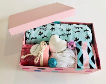 Ladies Christmas Gift Box - Pyjama Pants Sz 10 Scented Candle Socks Bath Fizzer
