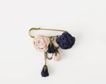 Brooch, Brooch Bouquet, Brooch Pin, Flower Brooch, Vintage Brooch, Handmade brooch, Blue brooch, Knit Brooch, Handmade Brooch
