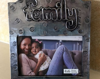"Mexican repujado 4""x6""  photo frame ""family"""