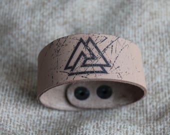 Leather bracelet. Valknut.