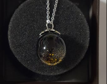 Ball-resin pendant with golden glitter