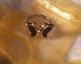 Colour changing butterfly ring