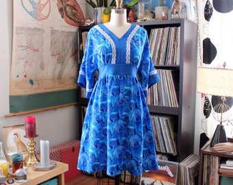 vintage blue roses dress with kimono sleeves, tie waist smock dress with pockets . womens size medium