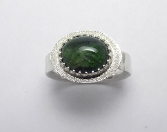 Chrome Diopside cabochon halo Polished Sterling Silver gemstone ring Hammered Finish 3.28 ct Sz 7