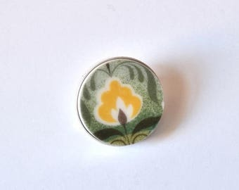 SUMMER SALE Recycled China Simple Circle Brooch - Green and Yellow - Scarf Pin