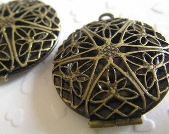 2 VINTAGE FILIGREE Pendant LOCKETS - 30mm with Hinged Opening - Nice Frame for a Photo, Keepsake