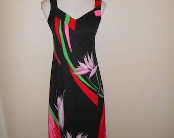 Closing Shop 40%off SALE Vintage long floral dress 60s 70s   Print Maxi Hawaiian Dress Malama