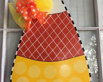 Front door decor, halloween wreath, Halloween decorations, fall decorations, fall decor, Halloween decor, candy corn door hanger