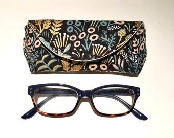 Botanical - Floral - Linen Canvas - Reading Eyeglass Case - Sunglass Case - Magnetic - Gifts for Her - Gifts under 15 - Gifts undef 20