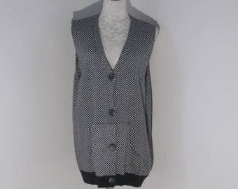 Black and White Long Vest by Matterna size X Large Ladies Vest