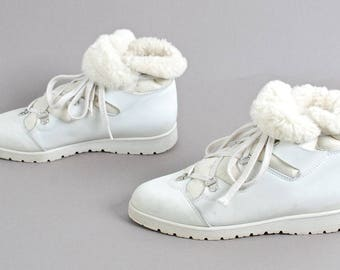 size 7 FUR LINED white leather 80s lace up ankle SNOW boots