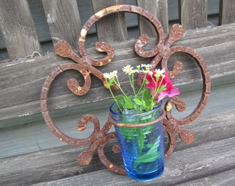 Cast Iron Rusty Vintage Wall Hanging Plant Pot Holder Fleur de Lis Design Shabby Cottage Garden