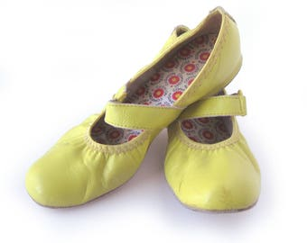 Vintage COAST Square Dance Shoes in Pale Yellow / Mary Janes / Ringo / Yellow Shoes / Swing Dance / Suede Soles / Size 6 1/2 M