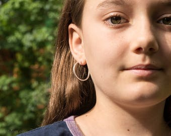 25mm Sterling Silver Hoop Earrings, Narrow, Shiny.
