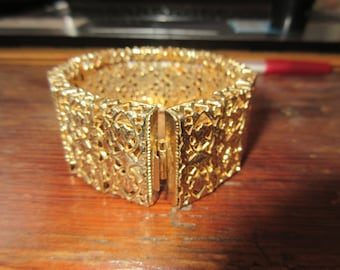 Sarah Coventry Thick/Wide Gold Tone Filigree BRACELET
