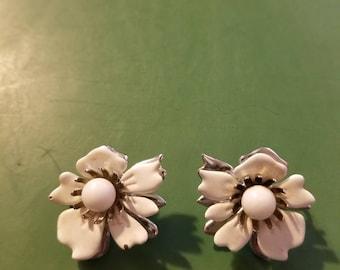 Sarah Coventry white flower earrings