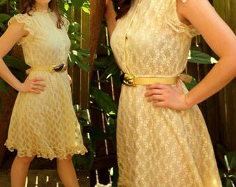 ANGELIC Vintage 70S/1970s VICTORIAN LACE A Line Ruffled Sun Dress - Pearl Buttons