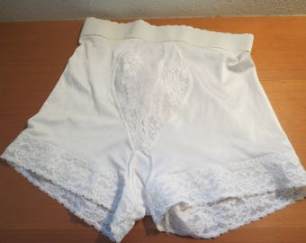 "Vtg Vassarette Girdle /Stretch Girdle / Pinup Girdle White Girdle / Waist 26"" / vintage Shapewear /"