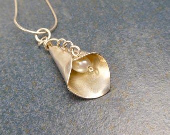 Cala Lily, Sterling Silver, Pearl pendant necklace