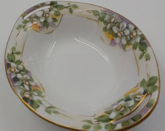 Small Porcelain Serving Dish - Vintage - Magnolia - Gold Gilding - Hand Painted - Nippon - Open Handles