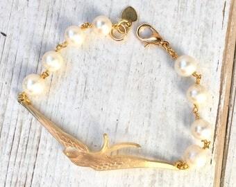 Bird Bracelet Pearl Bracelet Autumn Boho Jewelry Gift for Her Garden Wedding Sparrow Bangle Bridal Bracelet Freshwater Pearls Bridal Jewelry