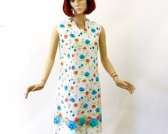 60s Flower Shift Dress White Cotton w Blue Red Orange Flowers Sleeveless Dress by Cedar Glen Bust 38