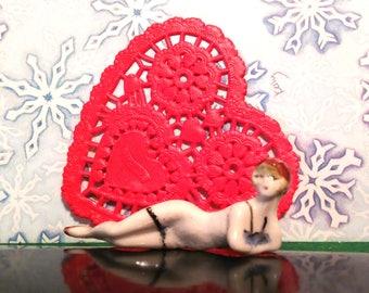 Very cute porcelain Bathing Beauty figurine