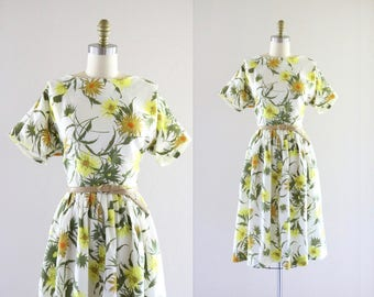 1950's belted daisy dress